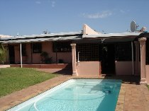 R 1,470,000 - 3 Bedroom, 2 Bathroom  House For Sale in Brackenfell