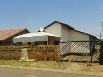 R 650,000 - 3 Bedroom, 1 Bathroom  House For Sale in Protea North