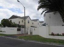 R 950,000 - 3 Bedroom, 3 Bathroom  House For Sale in Muizenberg