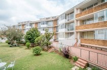 R 1,750,000 - 2 Bedroom, 1 Bathroom  Apartment For Sale in Birdhaven