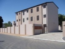 R 195,000 - 2 Bedroom, 1 Bathroom  Flat For Sale in Moorreesburg