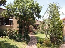 R 2,300,000 - 3 Bedroom, 2 Bathroom  House For Sale in Rivonia