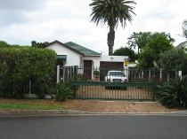R 2,595,000 - 2 Bedroom, 2 Bathroom  House For Sale in Bergvliet