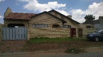 R 795,000 - 3 Bedroom, 1 Bathroom  House For Sale in Orlando East