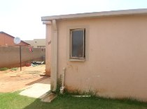 R 600,000 - 3 Bedroom, 1 Bathroom  House For Sale in Protea Glen