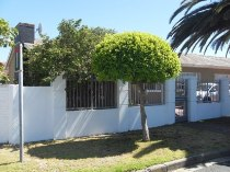 R 1,525,000 - 3 Bedroom, 1 Bathroom  House For Sale in Southfield, Cape Town, Southern Suburbs