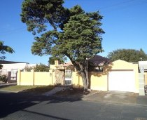 R 5,500 - 2 Bedroom, 1 Bathroom  Property For Sale in Lansdowne, Cape Town, Eastern Suburbs