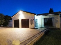 R 1,575,000 - 3 Bedroom, 2 Bathroom  House For Sale in Protea Heights