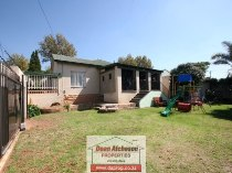 R 899,000 - 3 Bedroom, 2 Bathroom  Property For Sale in Malvern