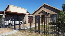 R 899,000 - 3 Bedroom, 2 Bathroom  House For Sale in Protea Village,   Brackenfell