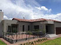 R 2,500,000 - 3 Bedroom, 2.5 Bathroom  House For Sale in Xanadu, Hartbeespoort