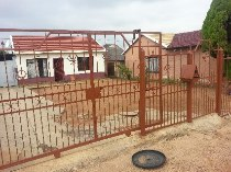 R 350,000 - 2 Bedroom, 1 Bathroom  House For Sale in Mabopane