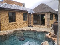 R 2,680,000 - 3 Bedroom, 2 Bathroom  House For Sale in The Crest