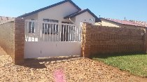 R 450,000 - 3 Bedroom, 1 Bathroom  House For Sale in Protea Glen