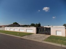 R 350,000 - 2 Bedroom, 1 Bathroom  Land For Sale in Windmill Park
