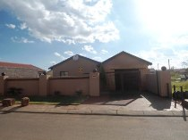 R 530,000 - 3 Bedroom, 1 Bathroom  Property For Sale in Windmill Park
