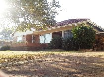R 1,300,000 - 3 Bedroom, 1 Bathroom  House For Sale in Farrarmere