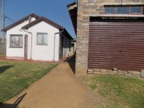 R 600,000 - 6 Bedroom, 3 Bathroom  Home For Sale in Buhle Park