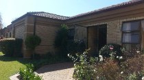 R 2,020,000 - 3 Bedroom, 2 Bathroom  House For Sale in Impala Park