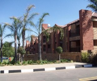 R 9,000 - 2 Bed Property To Rent in Sundowner