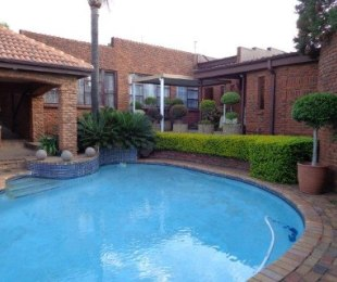 R 3,100,000 - 5 Bed Home For Sale in Waterkloof Heights