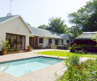 R 2,590,000 - 3 Bed House For Sale in Bordeaux