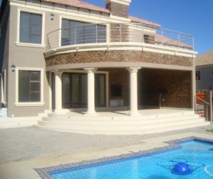 R 4,200,000 - 4 Bed Property For Sale in Savanna Hills