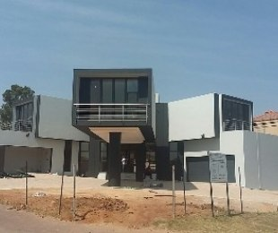 R 5,500,000 - 3 Bed House For Sale in Ebotse Estate