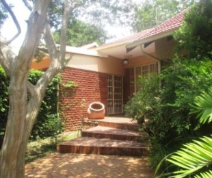 R 2,400,000 - 4 Bed House For Sale in Bronberrick