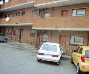 R 440,000 - 2 Bed Flat For Sale in Haddon