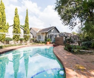 R 4,250,000 - 4 Bed House For Sale in Craighall Park