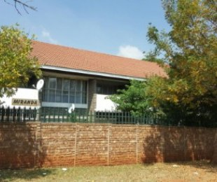 R 3,800 - 1 Bed Flat To Rent in Windsor
