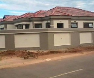 R 800,000 - 3 Bed Property For Sale in Leondale