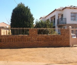 R 575,000 - 5 Bed House For Sale in Nellmapius