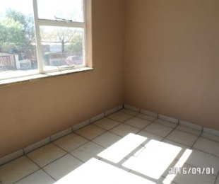 R 2,400 - 1 Bed Flat To Rent in Germiston Central