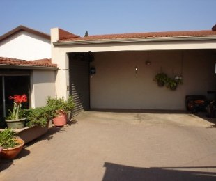 R 1,150,000 - 3 Bed Home For Sale in Wannenburghoogte