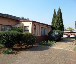 R 995,000 - 3 Bed Home For Sale in Brakpan