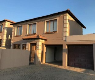 R 11,500 - 3 Bed House To Rent in The Reeds