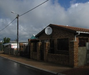 R 740,000 - 3 Bed Property For Sale in Paarl East
