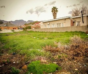 R 550,000 -  Plot For Sale in Paarl East