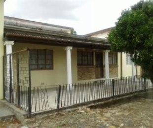 R 865,000 - 5 Bed House For Sale in Charleston Hill