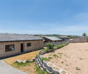R 1,350,000 - 2 Bed House For Sale in Reebok