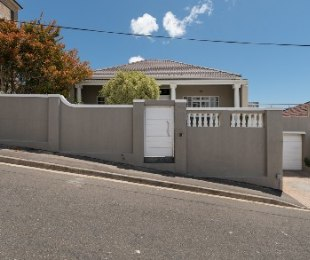 R 3,950,000 - 3 Bed Property For Sale in Walmer Estate
