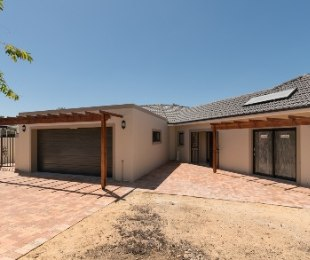 R 4,600,000 - 3 Bed Home For Sale in Proteaville