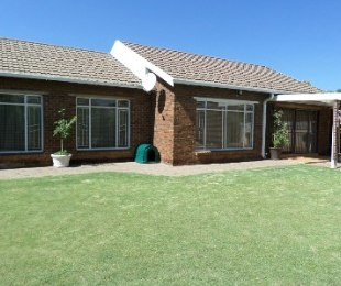 R 1,100,000 - 3 Bed Home For Sale in Flamingo Park