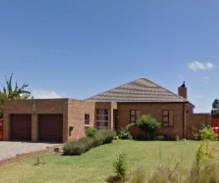 R 2,295,000 - 3 Bed House For Sale in Uitzicht