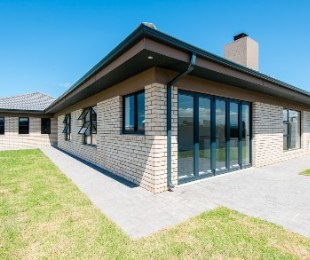 R 1,975,000 - 3 Bed House For Sale in Reebok