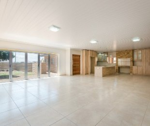 R 2,100,000 - 3 Bed Property For Sale in Reebok