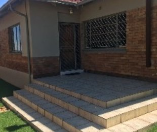 R 1,250,000 - 3 Bed Property For Sale in Crosby