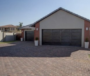 R 2,745,000 - 4 Bed House For Sale in Silver Lakes